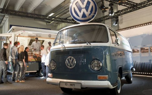 vw-bus-t2a-als-currywurst-mobil.jpg
