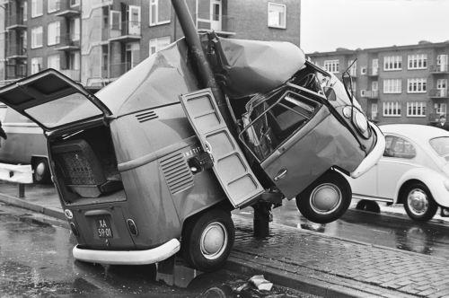 vw-bus-t1-kastenwagen-unfall.jpg