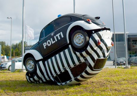 cop-and-robber-vw-art-car-sculpture-vw-kafer-vermehrung.jpg