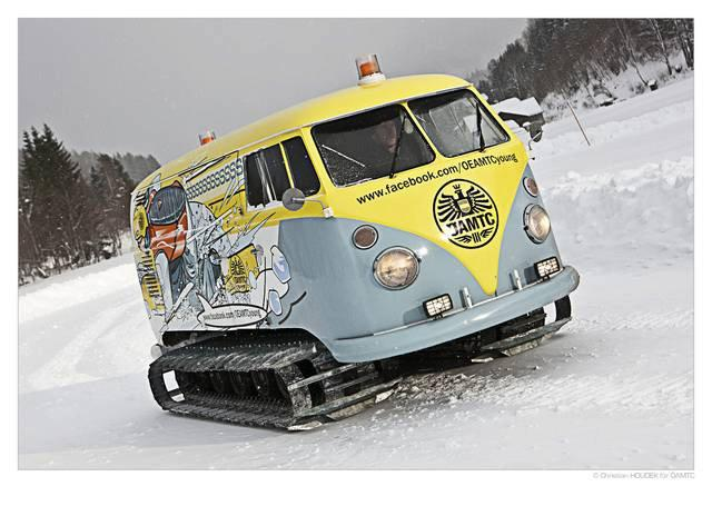 vw-bus-t1-raupe-oamtc-young.jpg