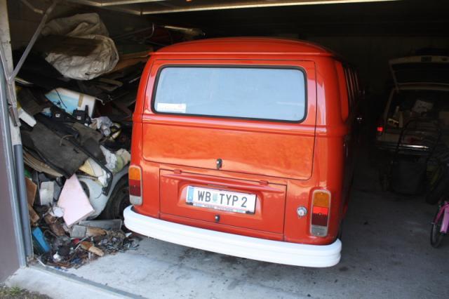 VW Bus und VW Käfer aus dem Winterschlaf wach küssen