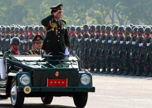 rechts-gesteuerter-kubelwagen-thailand-parade.jpg