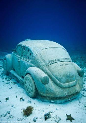 VW Käfer als künstliches Riff vor Mexiko