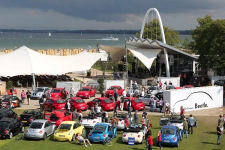 1000 Kilometer bis zum Meer: VW Beetle-Fans aus ganz Europa treffen sich am Ostseestrand