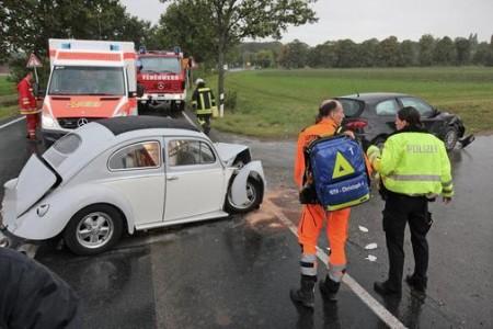 Unfall-mit-VW-Kaefer-fordert-zwei-Verletzte Ovali Faltdach