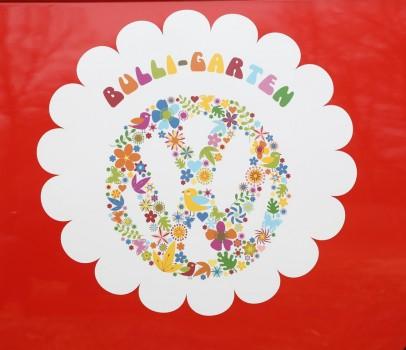 Spatenstich für Bulli-Garten VW Logo Kindergarten